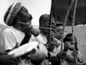 Capoeiristák zenélnek