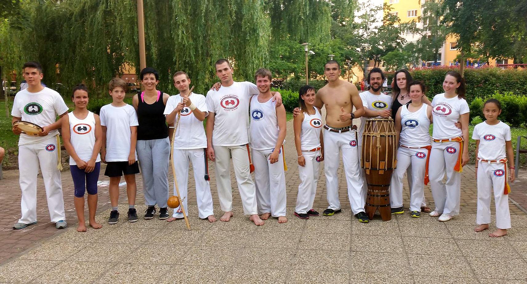 A győri Vem Camará Capoeira csoport a Barátság Parkban